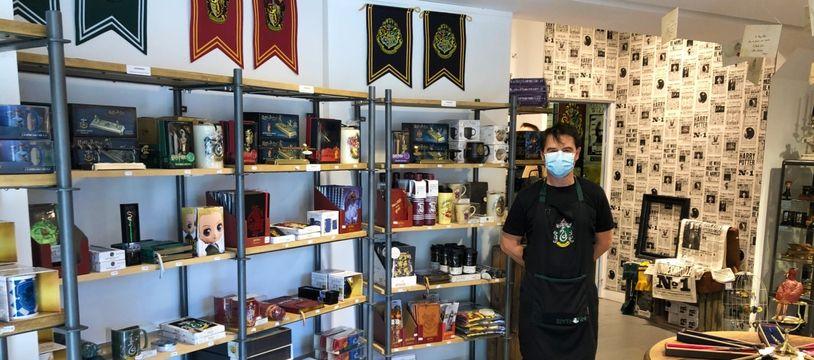 Pascal Vivier, cogérant de The Wizard's shop, boutique consacrée à l'univers d'Harry Potter.