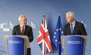 Michel Barnier, négociateur désigné par l'Union Européenne dans le cadre du Brexit tenait ce lundi à Bruxelles une conférence de presse aux côtés de David Davis, ministre britannique.  Geert Vanden Wijngaert/AP/SIPA
