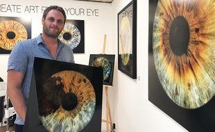 Morgan Heno s'occupe de la prise de vue de l'œil et de son agrandissement.