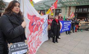 Employés de la SNCF et citoyens manifestaient contre la fermeture des guichets en gare.