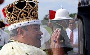 Le roi du Tonga, Siaosi Tupou V, âgé de 63 ans, est mort dimanche dans un hôpital de Hong Kong, a annoncé le site d'informations Matangi Tonga Online.