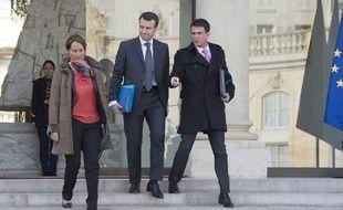 Les ministres de l'Environnement et de l'Economie Ségolène Royal et Emmanuel Macron et le Premier ministre Manuel Valls en février 2015.