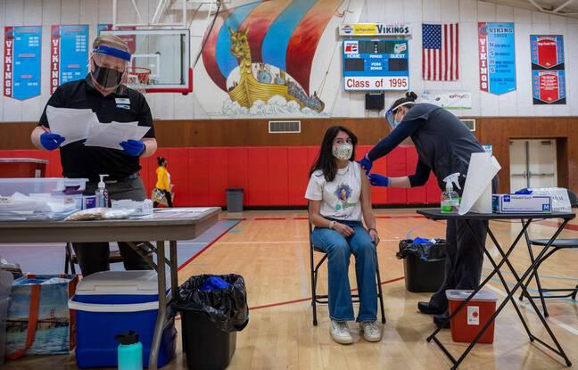 648x415 lyceenne americaine 17 ans recoit premiere injection vaccin pfizer 16 avril 2021 salinas californie
