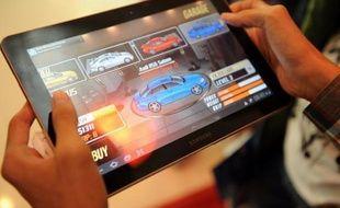 La justice californienne a rejeté la demande préliminaire d'Apple de bloquer les ventes de la tablette Galaxy Tab 10.1 et des smartphones de son concurrent Samsung qu'elle accuse de violation de brevet, s'est félicitée samedi dans un communiqué l'entreprise sud-coréenne.