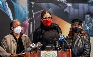 Trois des six filles de Malcolm x, Qubiliah Shabazz (gauche), Ilyasah Shabazz (centre) et Gamilah Shabazz, le 21 février 2021 à New York.