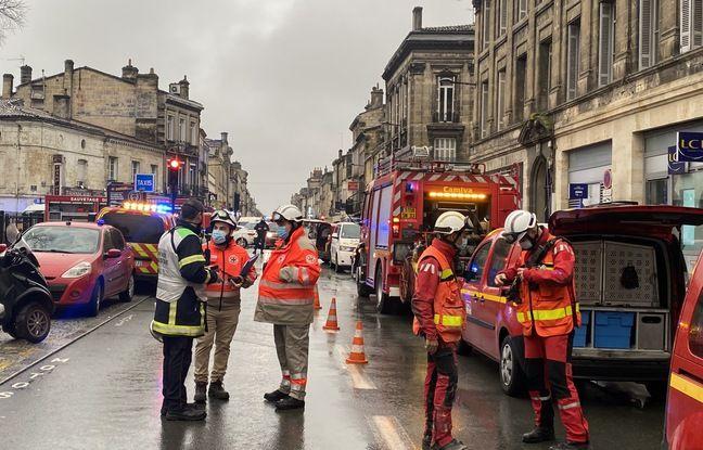 Environ 70 pompiers, dont cinq attelages de chiens, se trouvaient sur le pont samedi matin après l'explosion dans le quartier des Chartrons.