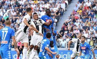 Le joueur de Naples Kalidou Koulibaly a été la cible de cris de singe de la part de supporters de la Juventus Turin, le 29 septembre 2018.