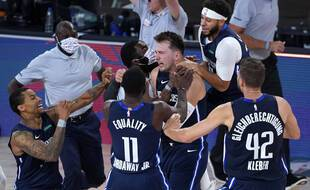 Luka Doncic a offert la victoire à Dallas face aux Los Angeles Clippers grâce à un tir à trois points au buzzer, le 23 août 2020.