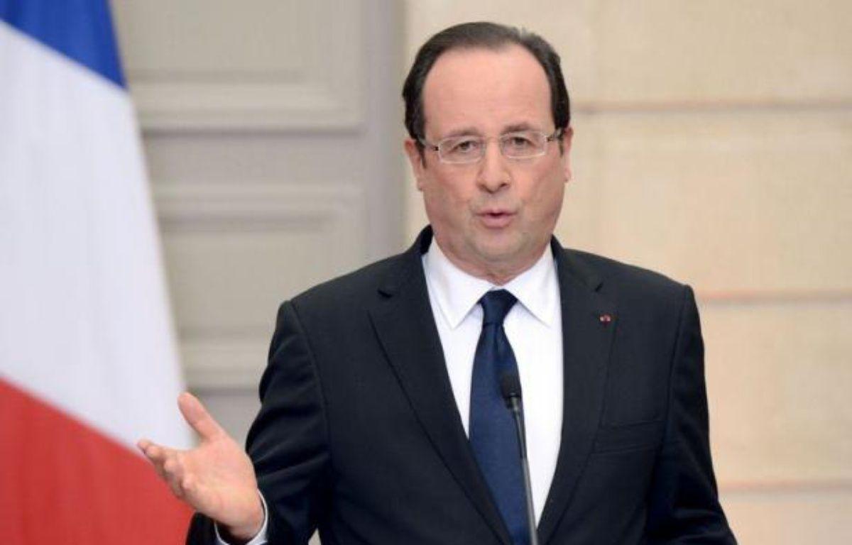 """""""Une opération est en cours"""" en Algérie sur le site gazier où sont retenus en otages plusieurs étrangers par un groupe islamiste, a affirmé jeudi une source gouvernementale française, ajoutant que Paris """"se tient informé"""" de la situation. – Bertrand Guay afp.com"""