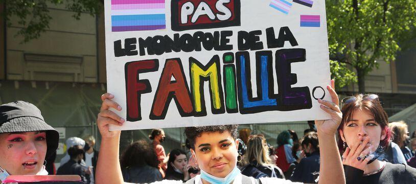 Manifestation pour la visibilite des lesbiennes et la PMA pour toutes et tous le 25 avril 2021