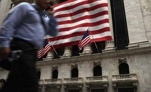 Wall Street a terminé en baisse mercredi, les inquiétudes pour la Grèce revenant à l'avant-scène alors que les négociations entre Athènes et ses partenaires européens ne cessent de se prolonger: le Dow Jones a lâché 0,76%, le Nasdaq 0,55%.