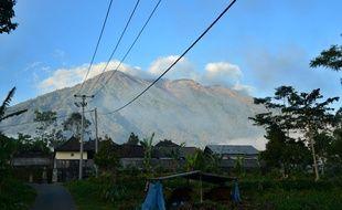 Vue générale du Mont Agung à Bali, qui menace d'exploser vendredi 22 septembre 2017.