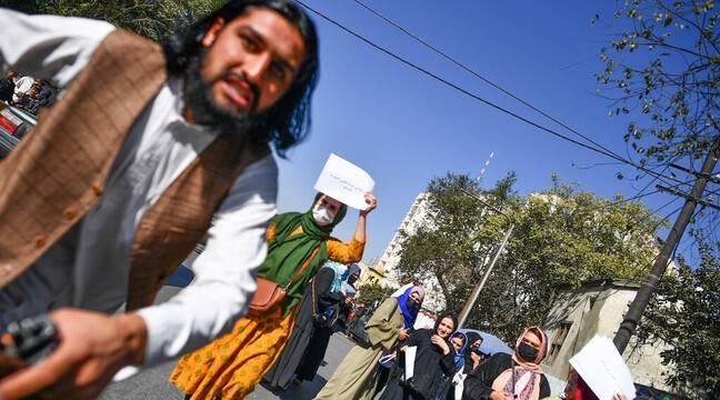 Kaboul : Des journalistes frappés par des talibans lors d'une manifestation de femmes