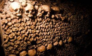 Les catacombes de Paris (Illustration).