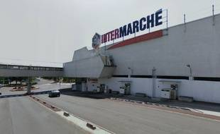 L'Intermarché construit par Claude Parent à Ris-Orangis.