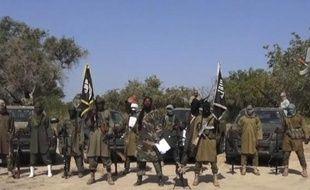 Capture d'image d'une vidéo de Boko Haram, obtenue le 31 octobre 2014, montrant le leader du groupe islamiste armé nigérian, Haram Aboubakar Shekau (c) faisant une déclaration