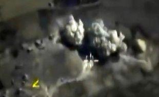 Photo diffusée par le ministère de la Défense russe montrant un bombardement sur Raqa en Syrie, le 3 octobre 2015.