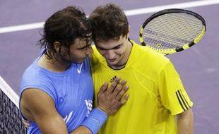 Rafael Nadal, à gauche, et Gilles Simon, à droite, au terme de la demi-finale du Masters Series de Madrid, remportée par le français.