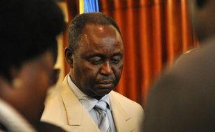 Le président centrafricain François Bozizé a promis dimanche un gouvernement d'union nationale et assuré qu'il ne se représenterait pas, acculé par les rebelles qui ont menacé pour la première fois d'entrer dans Bangui.