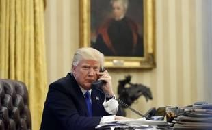 Donald Trump au téléphone à la Maison Blanche le 17 janvier 2017.