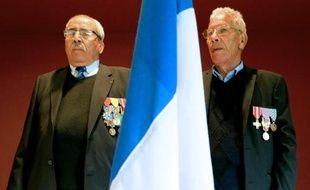 Des harkis et leurs descendants réclament la reconnaissance officielle de la France à Colombey-les-Deux-Eglises le 10 mai 2014
