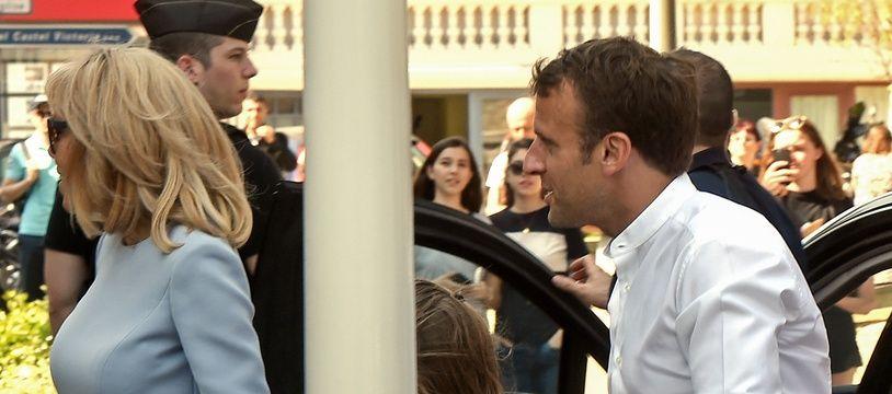 Emmanuel Macron et Brigitte Macron dans les rues du Touquet, le 21 avril 2019, pour le week end de Pâques.