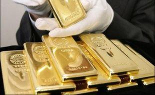 Trois hommes masqués ont dérobé dans la journée de dimanche un lingot d'or géant de 100 kilos dans un musée d'une très tranquille campagne japonaise, où les visiteurs étaient autorisés à le toucher.