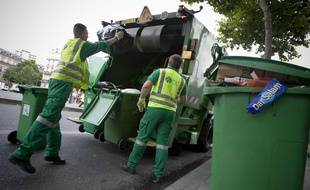 Un camion-poubelle à Paris. (Illustration)