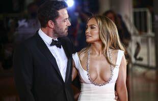 """Jennifer Lopez et Ben Affleck à la première du film """"The Last Duel"""" au Festival de Venise le 10 septembre 2021."""