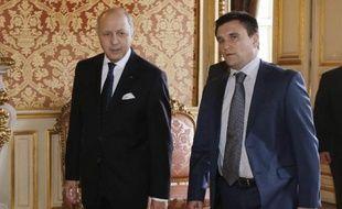 Le ministre des Affaires étrangères français Laurent Fabius et son homologue ukrainien Pavlo Klimkine à Paris le 24 février 2015