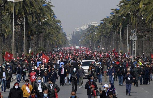 648x415 milliers partisans parti ennahdha defile tunis 27 fevrier 2021