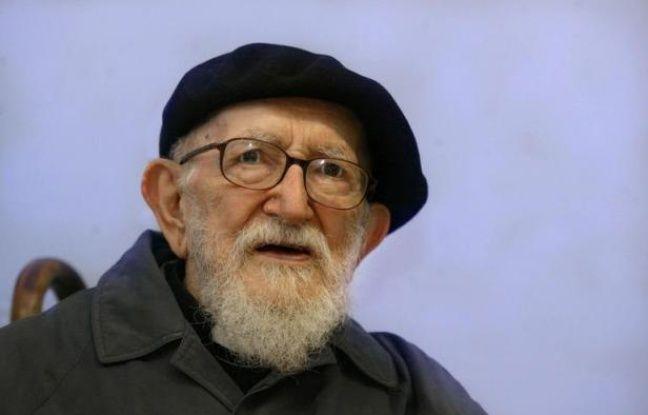 """L'abbé Pierre, qui aurait 100 ans le 5 août, est resté une """"conscience"""" pour la société même si les pouvoirs publics semblent l'avoir un peu oublié, soulignent le Mouvement Emmaüs et la Fondation Abbé Pierre, qui poursuivent son combat contre la pauvreté et l'exclusion."""