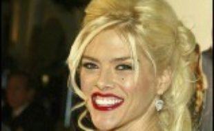 La starlette américaine aussi célèbre que controversée Anna Nicole Smith est décédée soudainement jeudi en Floride (sud-est) à l'âge de 39 ans dans des circonstances qui restaient encore floues quelques heures après l'annonce de sa mort.