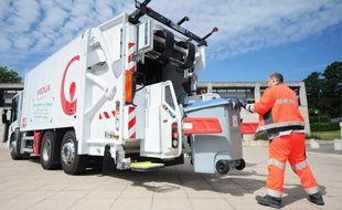 Les sept camions collectent les poubelles de dix communes du nord-Loire.