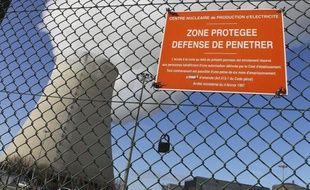 Les militants de Nogent encourent pour ces délits jusqu'à cinq ans d'emprisonnement et 75.000 euros d'amende, bien au-delà des peines normalement prévues pour une intrusion sur un site nucléaire, à savoir six mois d'emprisonnement et 7.500 euros d'amende, selon leur avocat Me Alexandre Faro.