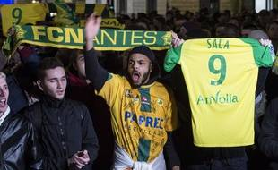 FC Nantes supporters pay a tribute to Nantes' Argentinian forward Emilianio Sala in Nantes, western France on January 22 2018 after  the announcement of the vanishing of the light aircraft carrying footballer Emiliano Sala.