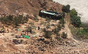 L'autocar a plongé dans un ravin dans le sud du Pérou, le 21 février 2018.