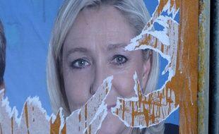 Affiche déchirée de Marine Le Pen, candidate en Nord-Pas-de-Calais-Picardie aux élections régionales.