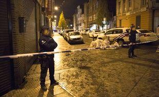Un quartier de Bruxelles (Belgique) bouclé par la police le dimanche 22 novembre 2015.
