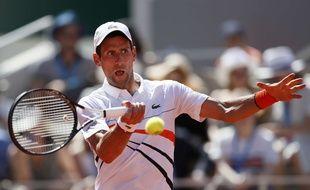 Novak Djokovic, qualifié sans problème pour les huitièmes de finale de Roland-Garros.