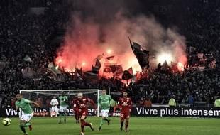 Lors du dernier derby dans le Chaudron, en janvier 2016, les supporters stéphanois avaient regretté l'absence d'un parcage lyonnais.