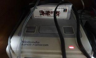 La Super Nintendo d'un fan japonais de jeu vidéo, restée allumée depuis près de 20 ans