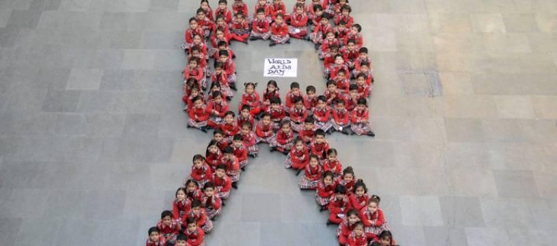 Le logo de la lutte contre le Sida, formé par des étudiants indiens (image d'illustration).