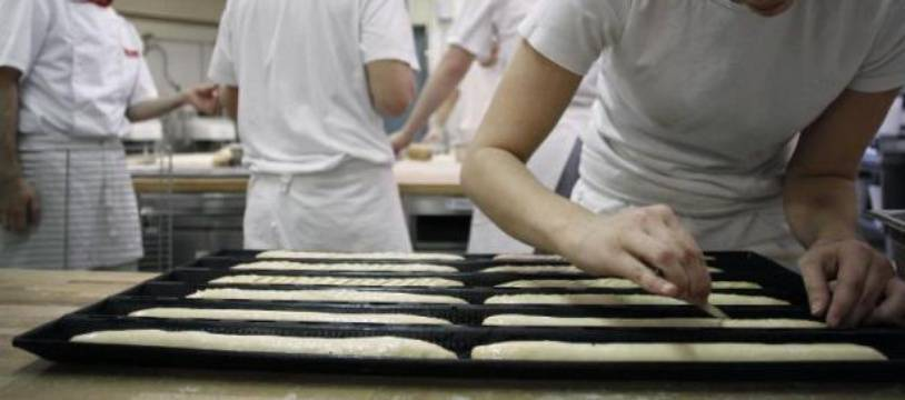 Des jeunes en apprentissage à l'Institut National de Boulangerie et de Patisserie (INPB) le 20 novembre 2012 à Rouen