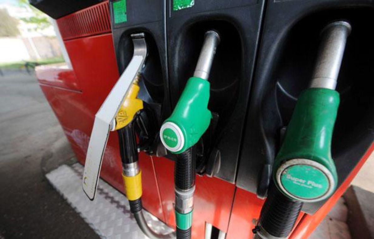 Pompes à essence dans une station-service de Nancy en mai 2011. – POL EMILE/SIPA