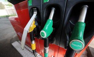 Pompes à essence dans une station-service de Nancy en mai 2011.