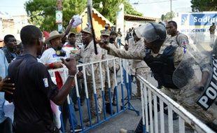 Heurts entre des manifestants de l'opposition et des policiers, le 18 novembre 2015 à Port-au-Prince
