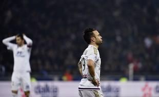 Mathieu Valbuena, ici lors du match nul (1-1) concédé face à l'OM en janvier, vit une première saison frustrante à Lyon.