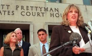 Linda Tripp s'exprime devant la presse à Washington, le 29 juillet 1998.