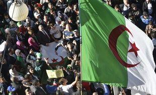 Des Algériens dans la rue pour manifester contre l'élection à venir, le 29 novembre 2019.